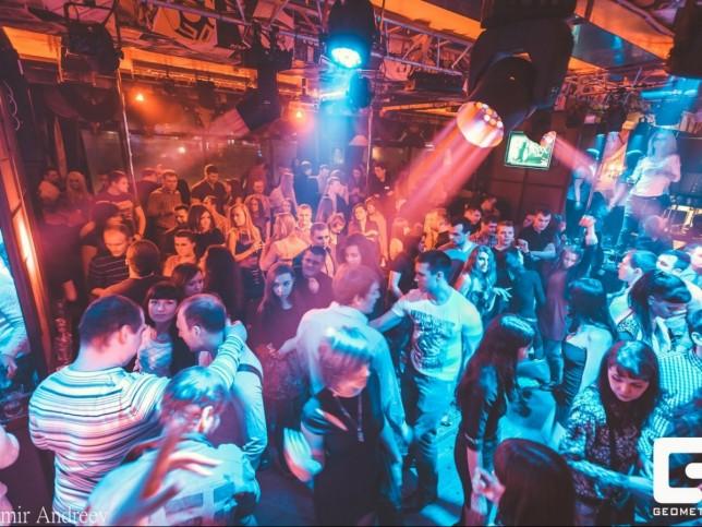 Ночной клуб в мурманск геометрия клубы москвы